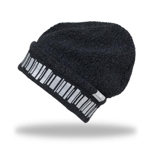 Varm och snygg mössa med reflexer i ull och kashmir. Svart med reflexmönster likt norrsken runtom.